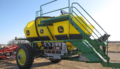 JD1910 Commodity Cart - 430 bushel Liquid Ready Commodity Cart.