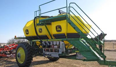 JD1910 Commodity Cart - 430 bushel Liquid Ready Commodity Cart.