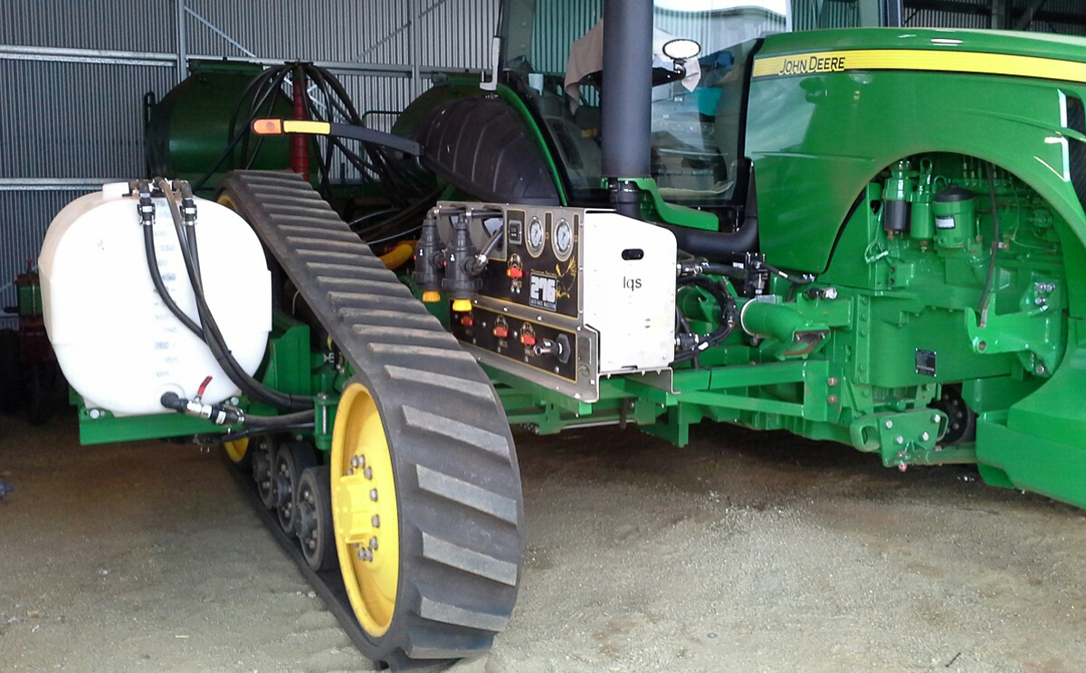 Liquid Systems (SA) Alliance 276 Dual Liquid Rate Control system mounted onto a JD Tractor